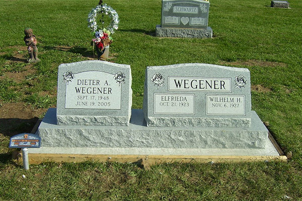 multiple names on a headstone